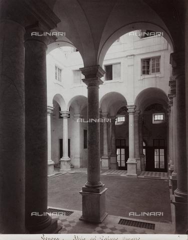 FBQ-F-001149-0000 - Scorcio cortile di Palazzo Durazzo Pallavicini a Genova - Data dello scatto: 1870 -1880 - Raccolte Museali Fratelli Alinari (RMFA), Firenze