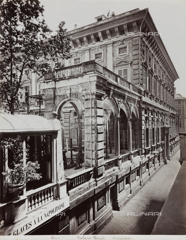 FBQ-F-001150-0000 - Scorcio prospettico di Palazzo Doria-Tursi (Municipio) a Genova. In primo piano, una delle due loggie laterali - Data dello scatto: 1870 -1880 ca. - Raccolte Museali Fratelli Alinari (RMFA), Firenze