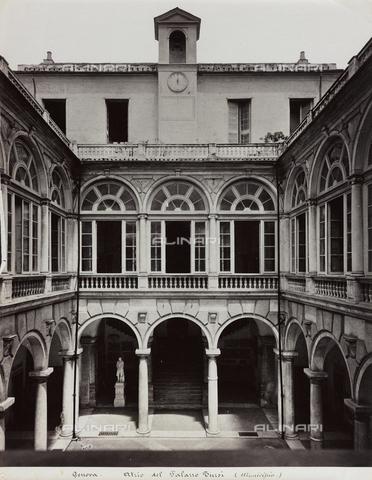 FBQ-F-001151-0000 - Scorcio dell'atrio del cinquecentesco Palazzo Doria Tursi a Genova - Data dello scatto: 1870 -1880 ca. - Raccolte Museali Fratelli Alinari (RMFA), Firenze