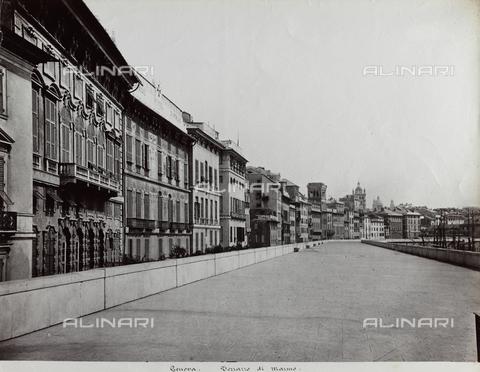 FBQ-F-001184-0000 - A stretch of the oceanside boulevard in Genoa called Terrazzo di Marmo. On the left side, homes - Data dello scatto: 1870 -1880 ca. - Archivi Alinari, Firenze