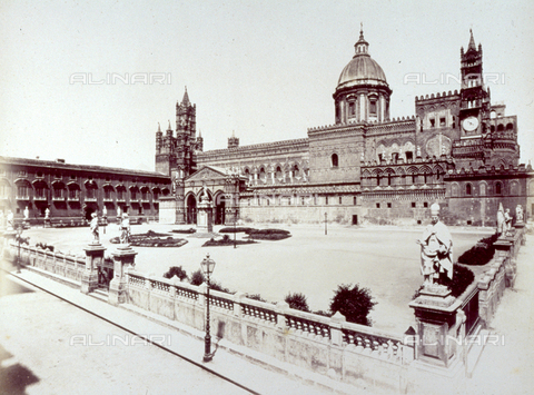 FBQ-F-001601-0000 - The south front of the Cathedral of Palermo with the square enclosed in a balustrade - Data dello scatto: 1860 -1870 - Archivi Alinari, Firenze