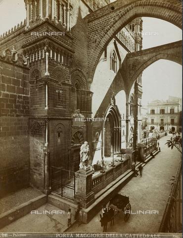 FBQ-F-001627-0000 - Veduta della facciata principale della Cattedrale di Palermo - Data dello scatto: 1860-1870 - Raccolte Museali Fratelli Alinari (RMFA), Firenze