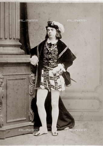 FBQ-F-001867-0000 - Full-length portrait of a man in sixteenth century costume, with sword and plumed hat. The subject is leaning with his right arm on the plinth of a column - Data dello scatto: 1862 - 1874 - Archivi Alinari, Firenze