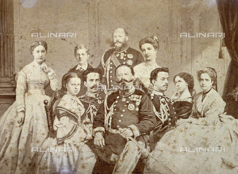 FBQ-F-001869-0000 - The picture portrays various members of the royal family of Savoy. At the center, seated, Victor Emmanuel II, Umberto I and Amedeo in full dress uniform; the daughters of the sovereign and Elisabetta of Saxony in elegant clothes. In the background, to the left, Maria Vittoria, Tommaso the young Duke Of Genoa, Prince Eugenio and Margherita the future Queen of Italy - Data dello scatto: 1860 - 1870 - Archivi Alinari, Firenze