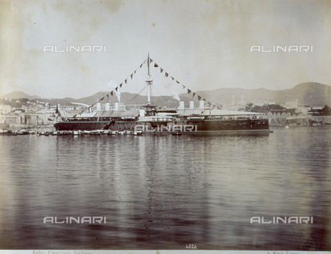 FBQ-F-001952-0000 - Military warship anchored in the harbor of Genoa - Data dello scatto: 1890 ca. - Archivi Alinari, Firenze