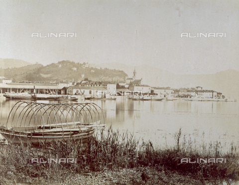 FBQ-F-001953-0000 - Panorama of Bellagio on the shores of the Lake of Como - Data dello scatto: 1870 -1880 - Archivi Alinari, Firenze