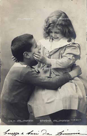 FBQ-F-001975-0000 - Pair of children. Postcard