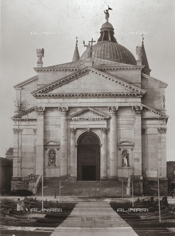 FBQ-F-001995-0000 - The Church of the Redentore on the Island of Giudecca in Venice. In the foreground a wharf with numerous boats tied up - Data dello scatto: 1875 - Archivi Alinari, Firenze