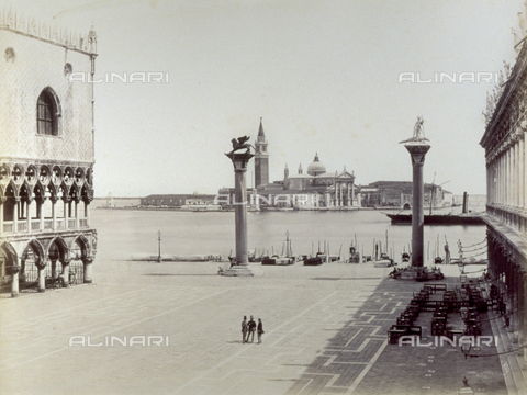 FBQ-F-001996-0000 - Piazzetta San Marco in Venice, bounded by the Doges' Palace and the Libreria Marciana. In the background the Island of San Giorgio with the Church of San Giorgio - Data dello scatto: 1860 -1868 - Archivi Alinari, Firenze