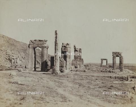 FBQ-F-002038-0000 - Le rovine di Persepoli, in Iran - Data dello scatto: 1860 ca. - Raccolte Museali Fratelli Alinari (RMFA), Firenze