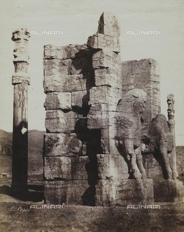 FBQ-F-002041-0000 - Le rovine di un palazzo di Persepoli, Iran - Data dello scatto: 1855 ca. - Raccolte Museali Fratelli Alinari (RMFA), Firenze