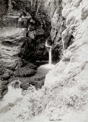 FBQ-F-002254-0000 - The Otro Cascade, in Valsesia (Piemonte) - Data dello scatto: 1890 - 1910 - Archivi Alinari, Firenze
