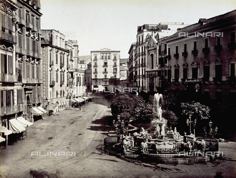 FBQ-F-002409-0000 - View of Piazza Medina, Naples - Data dello scatto: 1865 ca. - Archivi Alinari, Firenze