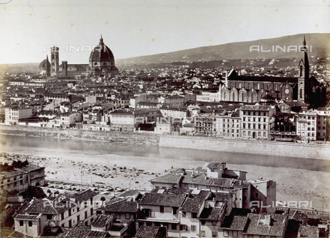 FBQ-F-002758-0000 - Panorama of the city of Florence with the Arno River. Among the buildings, the Church of Santa Croce, the Cathedral and Giotto's Campanile, stand out