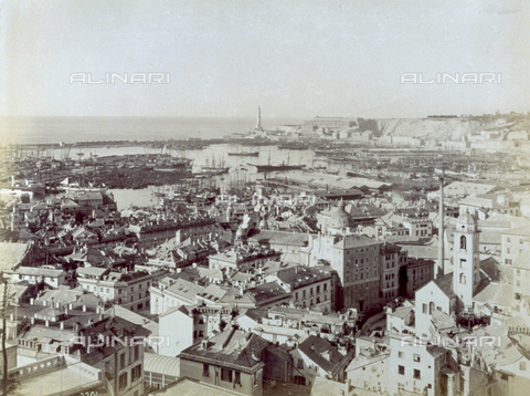FBQ-F-002788-0000 - Panorama of Genoa with the harbor. In the background, the lighthouse known as 'La Lanterna' (1543) - Data dello scatto: 1880 -1890 - Archivi Alinari, Firenze