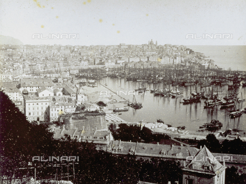 FBQ-F-002800-0000 - Panorama of Genoa with the harbor - Data dello scatto: 1870 -1880 - Archivi Alinari, Firenze