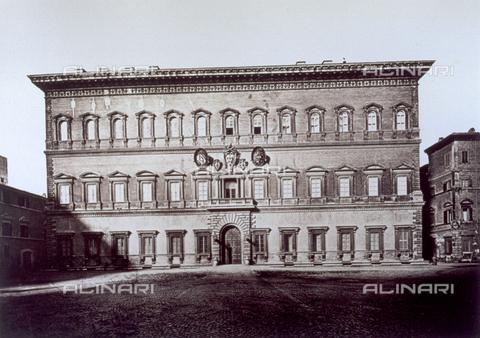 FBQ-F-004427-0000 - Veduta della facciata principale di Palazzo Farnese a Roma - Data dello scatto: 1860 - 1870 - Raccolte Museali Fratelli Alinari (RMFA), Firenze