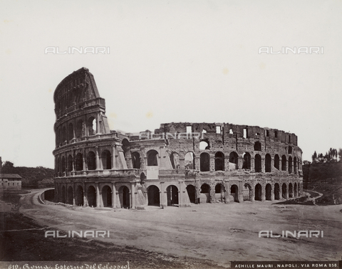 FBQ-F-004452-0000 - External view of the Colosseum in Rome - Date of photography: 1885 ca. - Fratelli Alinari Museum Collections, Florence