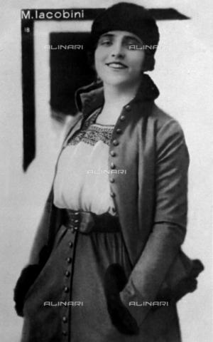 FBQ-F-004509-0000 - Ritratto a tre quarti di figura dell'attrice M. Iacobini - Data dello scatto: 1920 -1925 - Archivi Alinari, Firenze