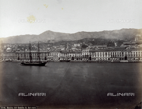 FBQ-F-004873-0000 - Panorama of the oceanside boulevard of Messina, known as the 'Palazzata', taken from Castello San Salvatore. In the foreground, a sailboat at anchor. In the background, the profile of the Monti Peloritani - Data dello scatto: 1870 -1880 ca. - Archivi Alinari, Firenze