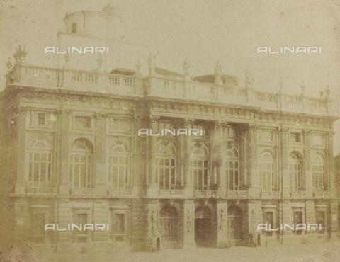FBQ-F-005939-0000 - La facciata di Palazzo Madama, in Piazza Castello a Torino - Data dello scatto: 1855-1860 ca. - Archivi Alinari, Firenze
