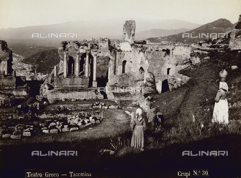 FBQ-F-006911-0000 - Veduta del Teatro Greco di Taromina - Data dello scatto: 1880-1890 - Archivi Alinari, Firenze