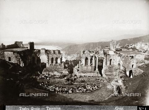 FBQ-F-006916-0000 - Il Teatro Greco di Taromina - Data dello scatto: 1880-1890 - Archivi Alinari, Firenze