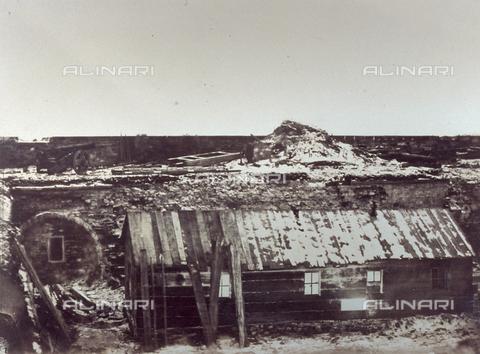 FBQ-S-001276-0024 - Veduta dell'ospedale da campo del Forte di Kinburn, in Crimea, durante la guerra - Data dello scatto: 1855 - 1856 - Raccolte Museali Fratelli Alinari (RMFA), Firenze