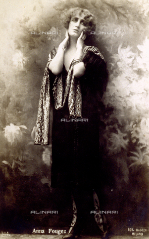 FBQ-S-003417-0002 - Full-length portrait of the actress Anna Fougez. She is posing for the photographer - Date of photography: 1920 - 1930 - Fratelli Alinari Museum Collections, Florence