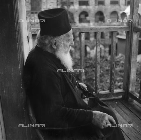 FCA-F-000131-0000 - Monaco ortodosso, Monte Athos, Grecia - Data dello scatto: 1950-1960 - Archivi Alinari, Firenze