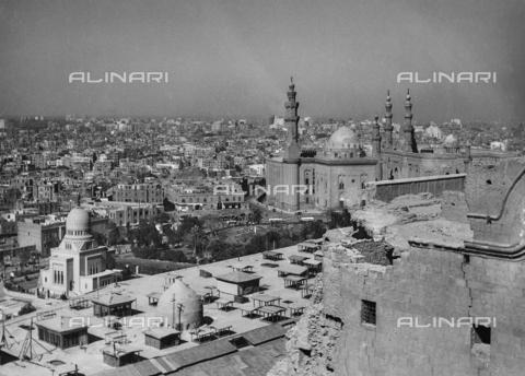 FCA-F-000164-0000 - Vedute de Il Cairo con le Moschee - Data dello scatto: 1950-1960 - Archivi Alinari, Firenze