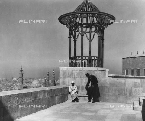FCA-F-000168-0000 - Egiziani su una terrazza de Il Cairo, Egitto - Data dello scatto: 1950-1960 - Archivi Alinari, Firenze