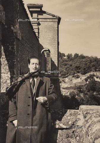 FCA-F-000186-0000 - Ritratto del fotografo Fabrizio Clerici - Data dello scatto: 1950-1959 - Archivi Alinari, Firenze