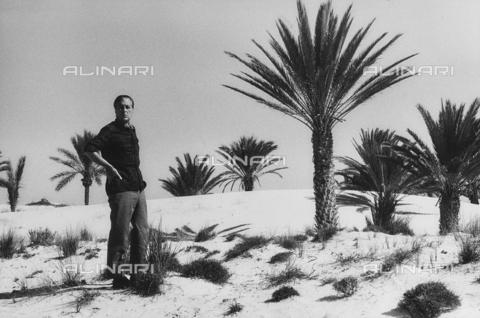 FCA-F-000190-0000 - Ritratto del fotografo Fabrizio Clerici in Tunisia - Data dello scatto: 1970-1979 - Archivi Alinari, Firenze