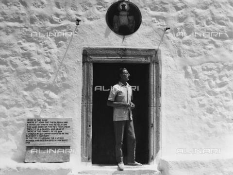 FCA-F-000195-0000 - Ritratto del fotografo Fabrizio Clerici a Patmos - Data dello scatto: 1970-1979 - Archivi Alinari, Firenze