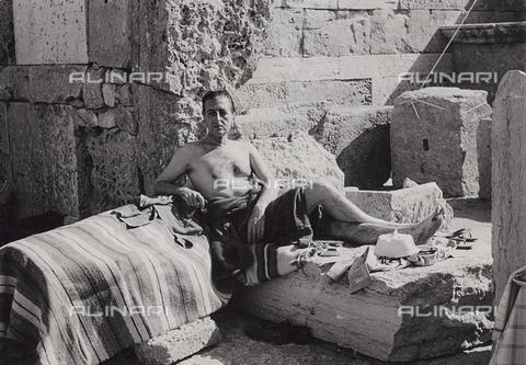 FCA-F-000197-0000 - Ritratto del fotografo Fabrizio Clerici in un momento di relax - Data dello scatto: 1960-1969 - Archivi Alinari, Firenze