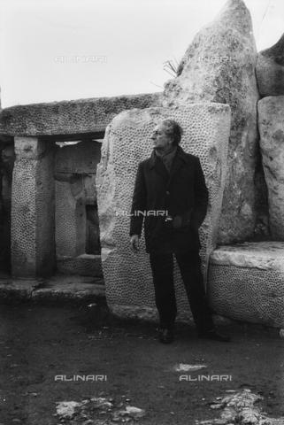 FCA-F-000203-0000 - Ritratto del fotografo Fabrizio Clerici a Malta - Data dello scatto: 1970 - 1980 - Archivi Alinari, Firenze