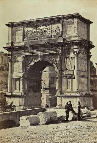 FCC-F-009916-0000 - L'arco di Tito, a Roma. Tre soldati sostano nei pressi delle rovine - Data dello scatto: 1864 - Archivi Alinari, Firenze