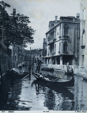 FCC-F-010849-0000 - Gondolas along the Rio Priuli in Venice - Data dello scatto: 1890 ca. - Archivi Alinari, Firenze