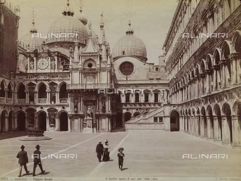 FCC-F-010856-0000 - The courtyard of the Palazzo Ducale in Venice - Data dello scatto: 1880 ca. - Archivi Alinari, Firenze
