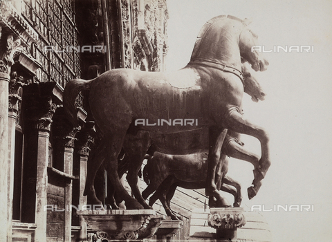 FCC-F-010860-0000 - The horses of the quadriga, located above the main door to the Basilica of San Marco, in Venice. The originals are in the Museo dell'Opera di San Marco - Data dello scatto: 1880 ca. - Archivi Alinari, Firenze