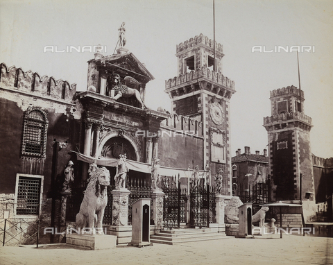 "FCC-F-010868-0000 - Entrance to the ""Arsenale"" in Venice - Data dello scatto: 1870 ca. - Archivi Alinari, Firenze"