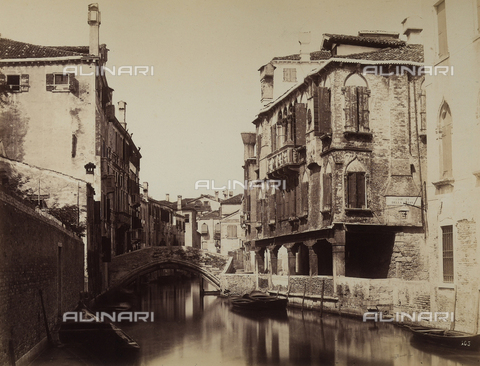 FCC-F-010870-0000 - Buildings along the Rio della Guerra, Venice - Data dello scatto: 1878 - Archivi Alinari, Firenze