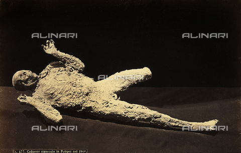 FCC-F-011024-0000 - Pompeii: human cast of a victim of the eruption of Vesuvius (79 A.D.) - Data dello scatto: 1873 ca. - Archivi Alinari, Firenze