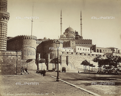 FCC-F-014286-0000 - The Bab el-Azab Gate of the Citadel, with the Mosque of Muhammad Ali in the background, in Cairo, Egypt - Date of photography: 1870 ca. - Fratelli Alinari Museum Collections-Favrod Collection, Florence