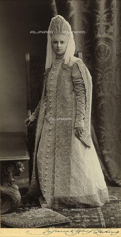 FCC-F-015549-0000 - Nobildonna russa in abiti tradizionali - Data dello scatto: 1900 ca. - Archivi Alinari, Firenze