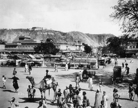"""FCC-F-016892-0000 - Veduta animata di Jaipur, chiamata la """"Città rosa"""", nei giorni della visita della Regina Vittoria - Data dello scatto: 1880 ca. - Archivi Alinari, Firenze"""