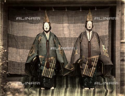 FCC-F-018219-0000 - Due attori del teatro tradizionale giapponese in costume di scena