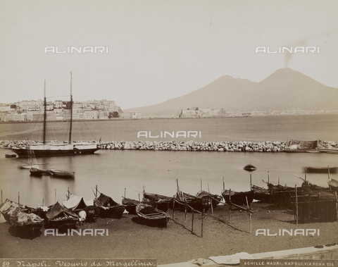 FCC-F-018364-0000 - The Vesuvius from Margellina area, Naples - Date of photography: 1885 ca. - Fratelli Alinari Museum Collections-Favrod Collection, Florence