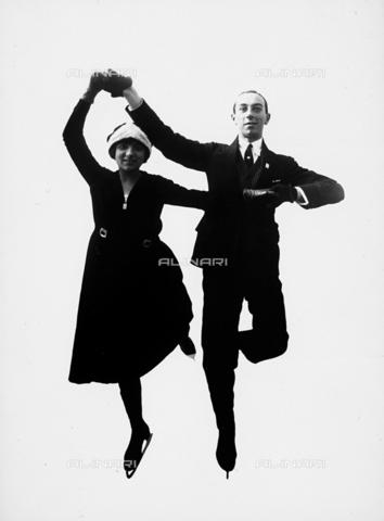 FCC-F-018894-0000 - La coppia di pattinatori francesi Pierre Brunet e Andreè Brunet Joly - Data dello scatto: 1920-1930 ca. - Archivi Alinari, Firenze